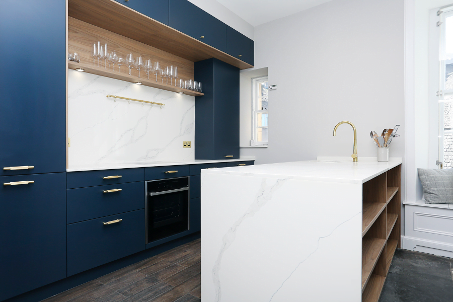 Modern kitchen with dark blue and white finishes